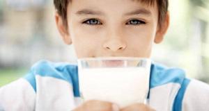 Nếu con bạn ghét uống sữa, đừng quá lo lắng vì bạn có thể thay thế bằng các loại thực phẩm khác.